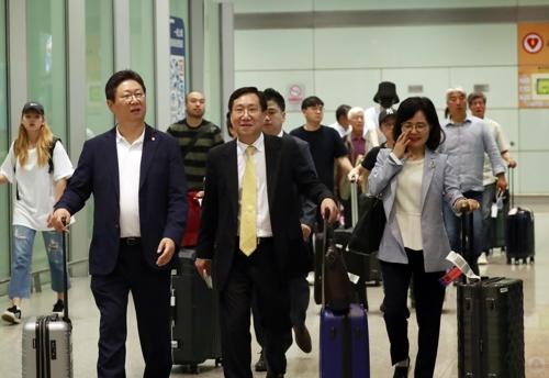 7月9日上午,在北京,杨正哲飞抵首都机场。 韩联社