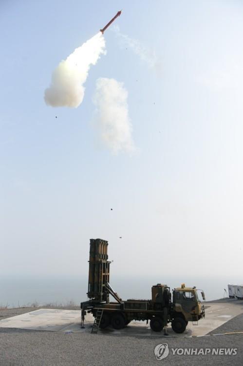 铁鹰-II型性能改进试验现场 韩联社/LIG Nex1公司供图(图片严禁转载复制)