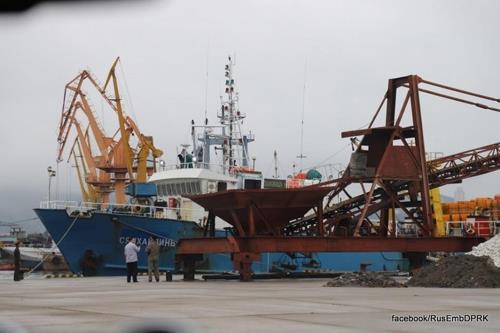 被朝扣留俄罗斯渔船和韩国船员返回韩国