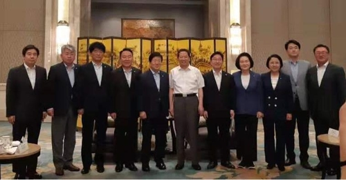 韩国跨党议员团会见辽宁省委书记陈求发