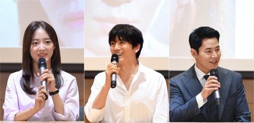 左起为李世荣、池晟和李奎炯 韩联社/SBS供图(图片严禁转载复制)