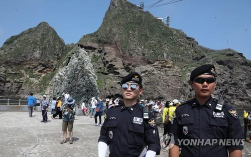 资料图片:7月4日,独岛警备队队员执行任务。 韩联社