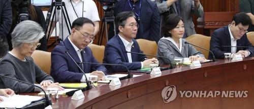 资料图片:国政事务检查调整会议现场 韩联社
