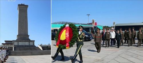 朝军总政治局局长向中国人民英雄纪念碑献花