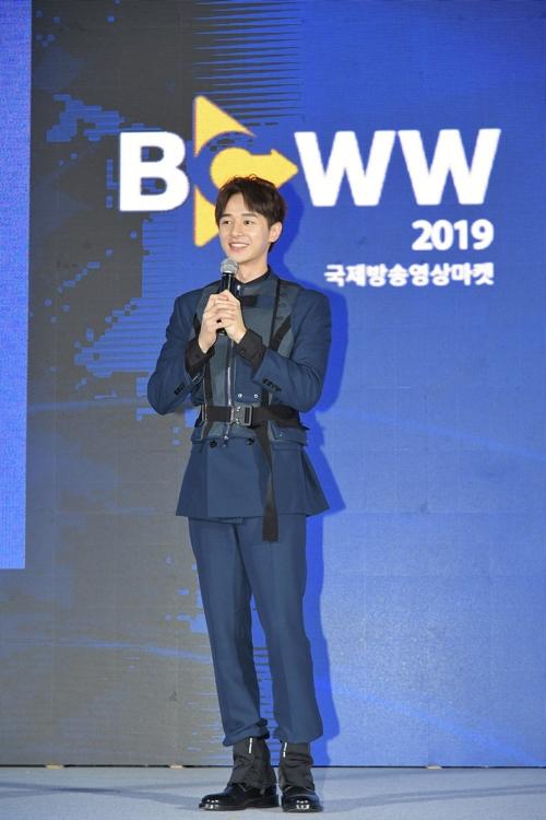 张轩睿访韩出席国际影视展宣传台剧《用九》