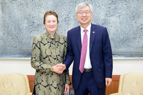 韩副外长会见联合国儿童基金会执行主任
