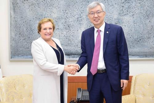 韩副外长会见经合组织发展援助委员会主席