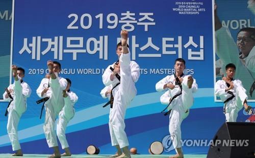 资料图片:跆拳道示范照 韩联社