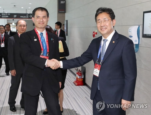 韩日文化部长在仁川举行双边会议