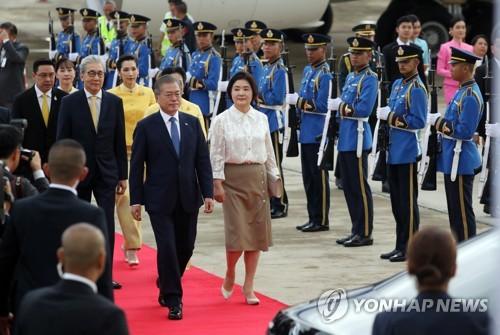 文在寅抵达曼谷开始对泰国进行正式访问