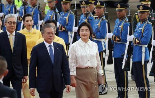 韩泰领导人共同出席商务论坛