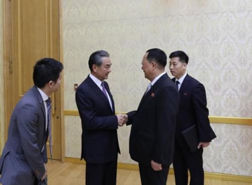 朝鲜举办晚宴欢迎中国外长到访