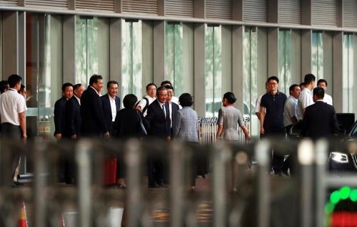中国外长王毅结束访朝回京