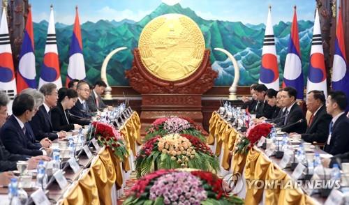 文在寅会见老挝国家主席本扬