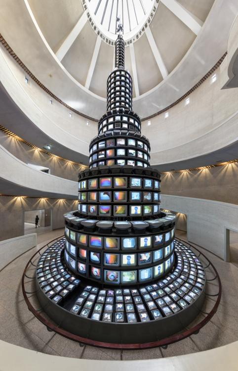 资料图片:《多多益善》 韩联社/国立现代美术馆供图(图片严禁转载复制)