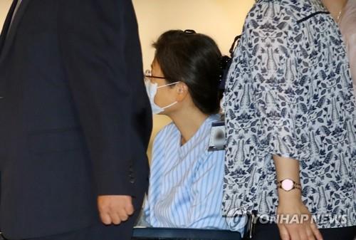 朴槿惠成功接受肩部手术