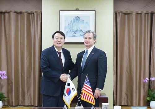韩国警检掌门会见美联邦调查局局长