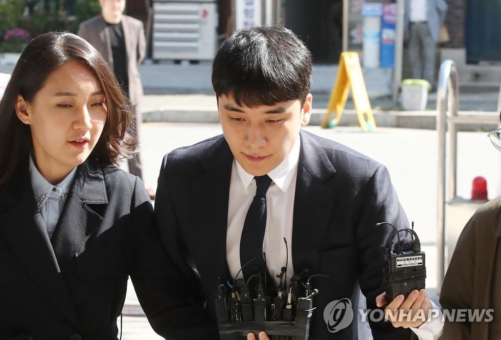 9月24日,胜利抵达警厅,准备接受警方第二次调查。 韩联社