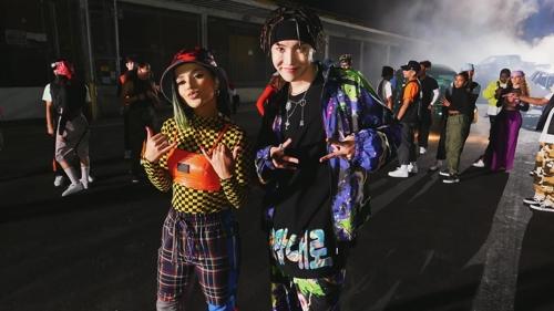 j-hope(右)与Becky G Big Hit娱乐供图(图片严禁转载复制)