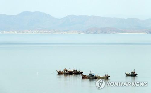 韩军修理并送还一艘越界朝鲜船只