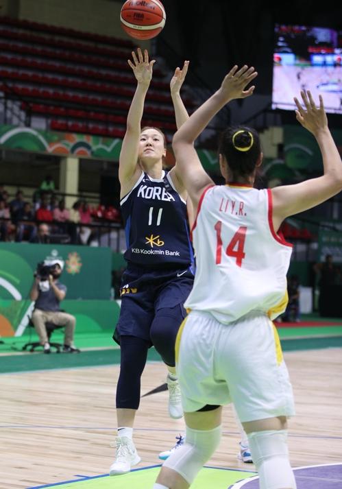 当地时间9月28日,2019年女篮亚洲杯半决赛在印度班加罗尔举行。 韩联社