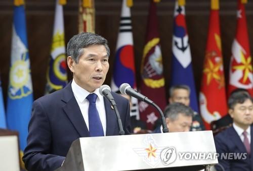 资料图片:韩国防长郑景斗 韩联社