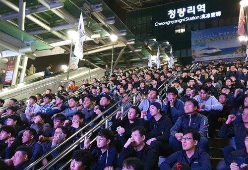 资料图片:10月10日,韩国铁路工会举行罢工誓师会。 韩联社