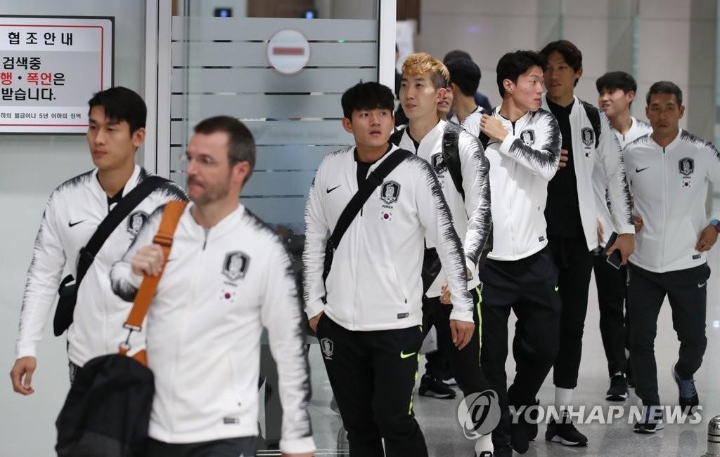 资料图片:10月17日,韩国男足国家队在结束平壤对决后经由北京飞抵韩国。 韩联社