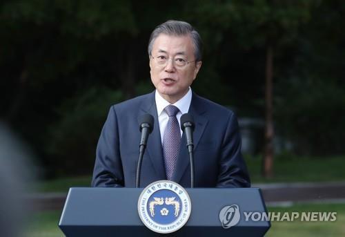 文在寅在青瓦台举行驻韩外交使团招待会