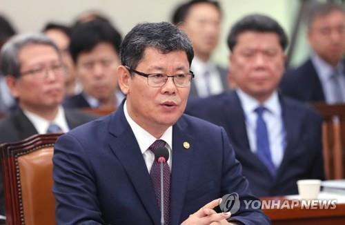 资料图片:统一部长官金炼铁 韩联社