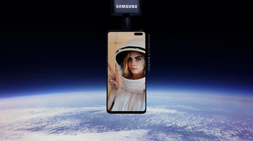 三星手机花式营销:将用户自拍照送上太空