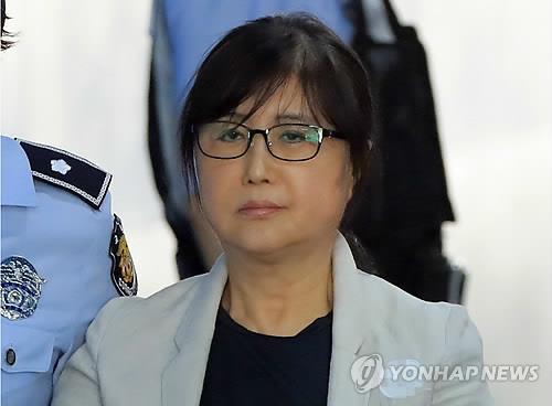 崔顺实出席干政案重审否认与朴槿惠合谋受贿