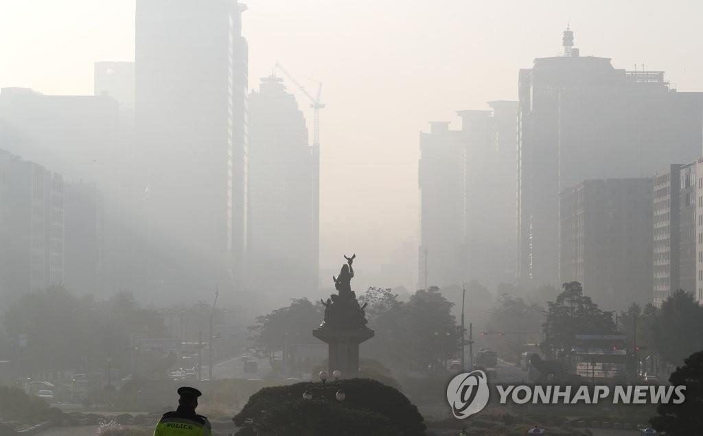 韩国各地雾霾浓度达今秋最高水平
