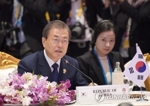11月4日,在泰国,韩国总统文在寅出席东盟与韩中日领导人会议并进行发言。 韩联社