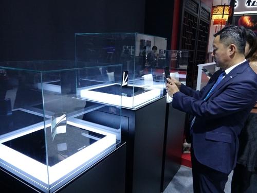 11月5日,三星折叠屏手机亮相进博。 韩联社