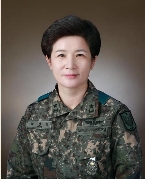 韩国陆军航空作战司令部首迎女掌门