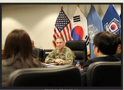 接受采访的艾布拉姆斯 驻韩美军司令部供图(图片严禁转载复制)