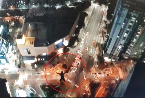 详讯:两名俄罗斯人在韩擅自高楼跳伞被禁出境