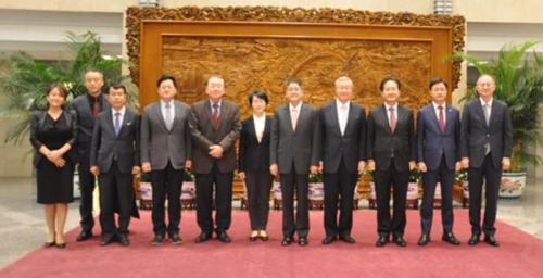 韩总统特助文正仁访华会晤中国副外长乐玉成