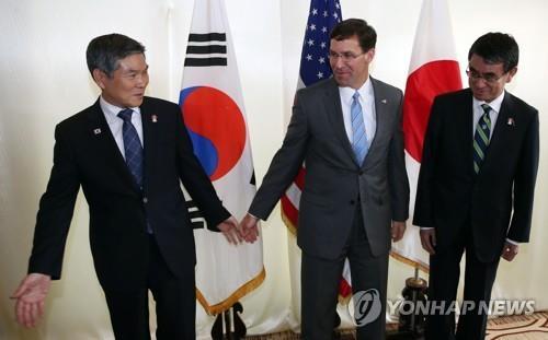 韩美日防长在泰会晤 美日就军情协定向韩施压