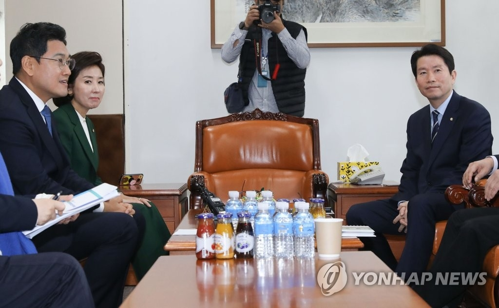 韩三党鞭明访美砍价配合军费谈判