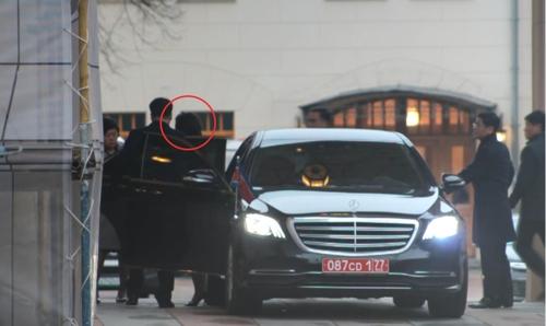 11月20日,在莫斯科,崔善姬(红圈内)走入俄罗斯外交部国宾馆。 韩联社
