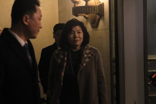 11月20日,在莫斯科,崔善姬走出俄罗斯外交部迎宾馆。 韩联社