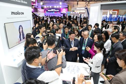 """11月26日上午,由韩国中小风险企业部主办的""""韩国美容展""""在釜山会展中心举行。 韩联社"""