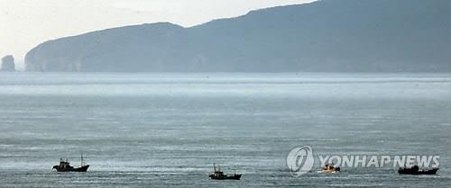 韩军驱离黄海越界南下朝鲜商船