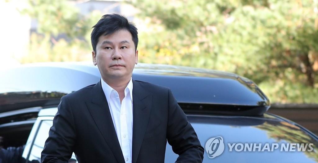 资料图片:梁铉锡到案受讯。 韩联社
