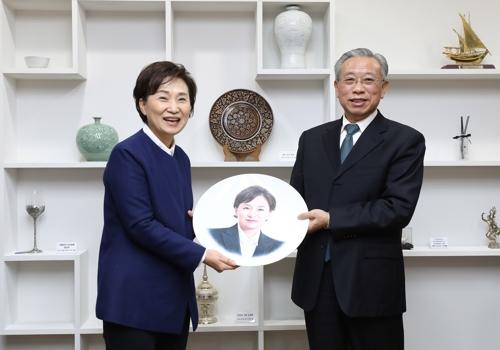 韩国国土部长官金贤美会见山东省委书记刘家义