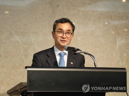 资料图片:韩国特许厅厅长朴原住 韩联社