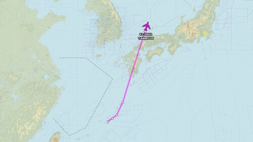 两架美侦察机同时飞临半岛上空