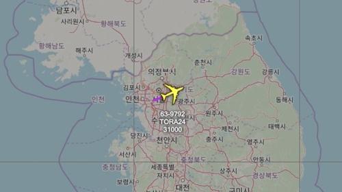 资料图片:粉色箭头为RC-135V航迹线。 飞机守望官方推特截图(图片严禁转载复制)
